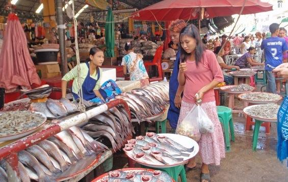 Dana busy bargaining at the market in Mae Sot. She is getting a fast track education on running a business and learning very quickly.
