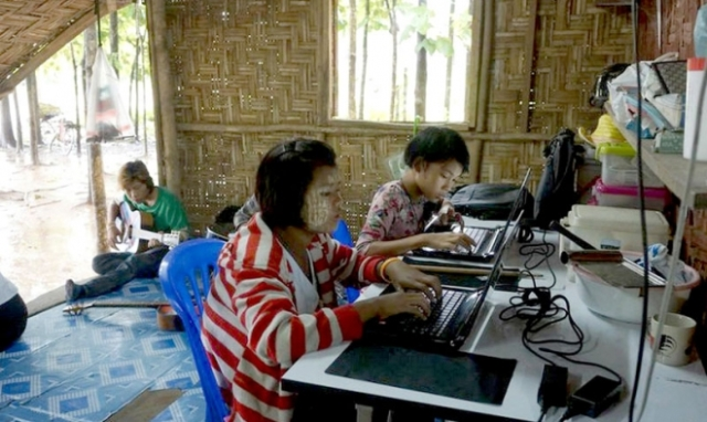 Children getting computer practice in the centre built to serve the community at the rubbish dump outside Mae Sot. Photo: Fred Stockwe
